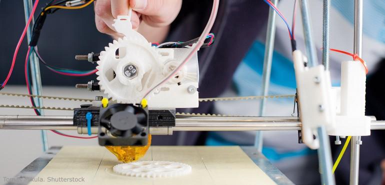 3 D printer extruding a plastic gear